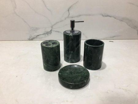 Chậu đá tự nhiên TN009 ấn tượng vời màu xanh tự nhiên giống như những viên ngọc bích đẹp, sang trọng, lộng lẫy tạo điểm nhấn cho phòng tắm