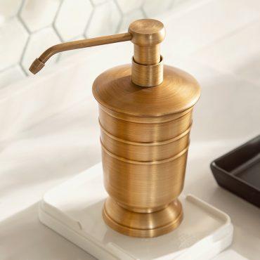 Bình đựng nước rửa tay bằng đồng PK006 có thiết kế ấn tượng đem lại nét sang trọng cho phòng tắm tân cổ điển
