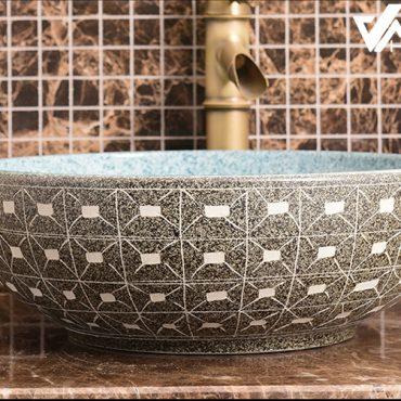 Chậu sứ mỹ thuật LVB015 có thiết kế sáng tạo cùng màu sắc hài hòa và tự nhiên đem lại cảm giác thoải mái và sang trọng cho khách hàng khi sử dụng phòng tắm tân cổ điển.