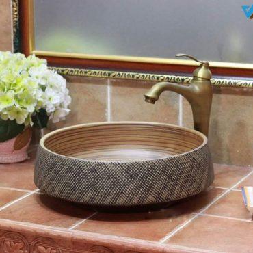 Chậu sứ mỹ thuật LVB061 tạo ra nhiều sự đột phá trong thiết kế đem lại nét sang trọng và độc đáo cho phòng tắm tân cổ điển sang trọng.