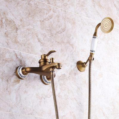 Vòi sen giá rẻ tiềm ẩn nhiều nguy cơ về chất lượng và giá trị thẩm mỹ cho phòng tắm tân cổ điển sang trọng