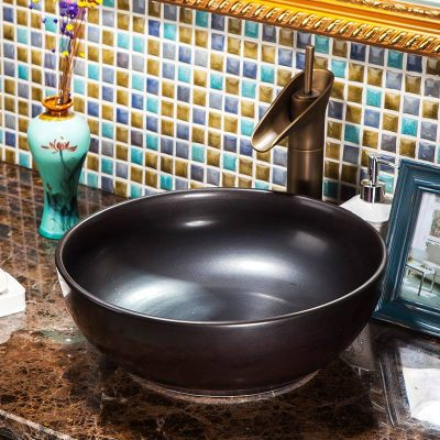 Chậu rửa mặt màu đen thổi một luồn gió mới và cách thiết kế của không gian phòng tắm tân cổ điển sang trọng