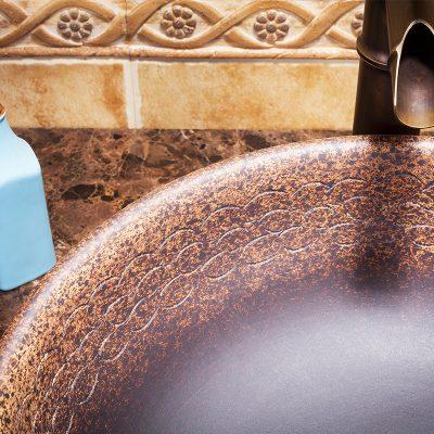 Chất liệu chậu sứ mỹ thuật được tác động bởi nhiều yếu tố. Do đó khách hàng cần phải lưu ý kỹ trước khi chọn cho phòng tắm.