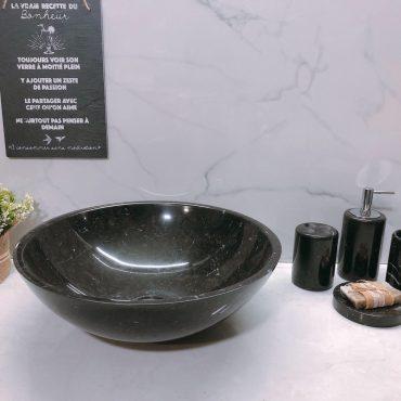 Chậu đá tự nhiên TN002 có màu đen kết hợp với đường vân trắng độc đáo tạo nên vẻ đẹp cho không gian phòng tắm