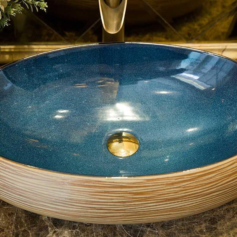 Men sứ là một chi tiết tạo nên vẻ đẹp độc đáo, sagn trọng và đẳng câp của chậu lavabo sứ mỹ thuật.