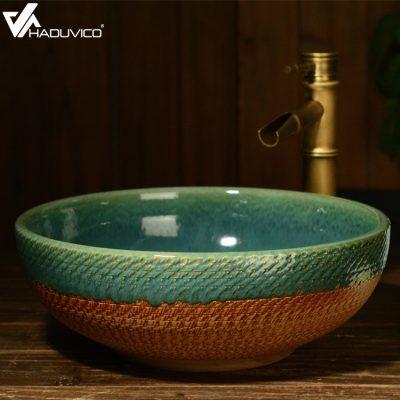Chậu lavabo sứ mỹ thuật hình tròn với lối thiết kế nghệ thuật từ hình dáng cho đến hoa văn giúp gia chủ dễ dàng lắp đặt và kết hợp trong không gian phòng tắm sang trọng