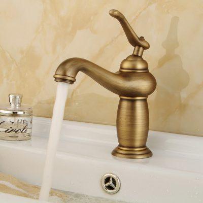 Vệ sinh vòi nước đồng thau sử dụng lâu để nó trở nên sạch và đẹp hơn. Nhất là những vòi chất lượng cao có thê trong như mới dù đã sử dụng nhiều năm