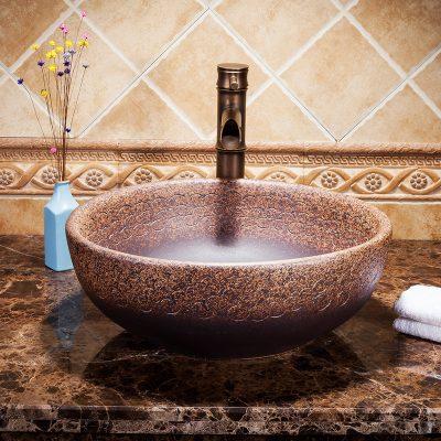 Chậu sứ đẹp mang phong cách tân cổ điển đem đến cho gia chủ một thiết bị vệ sinh vừa đẹp lại sang trọng. Đồng thời tạo điểm nhấn cho không gian phòng tắm