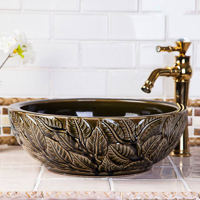 Chậu sứ đẹp cho phòng tắm tân cổ điển tạo rad điểm nhấn sang trọng nhờ những tạo hình đa dạng phong phú và sắc sảo. Đồng thời gia tăng thêm sự tự tin cho gia chủ.