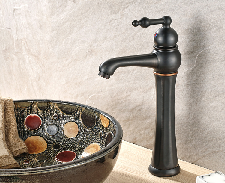 Có rất nhiều sự lựa chọn thiết bị vệ sinh cho phòng tắm. Nhưng để gây được ấn tượng và vẻ độc đáo như vòi lavabo đồng thực sự không hề dễ dàng