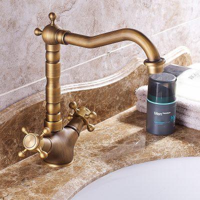 vòi lavabo đồng thau đem đến một màu sắc khác biệt, sang trọng đẳng cấp hơn cho không gian phòng tắm tân cổ điển