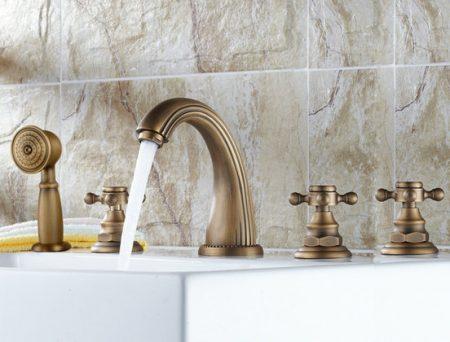 Màu sắc là dấu hiệu dễ nhận biết nhất một chiếc vòi lavabo đồng thau đúc cho khách hàng chưa có nhiều kinh nghiệm