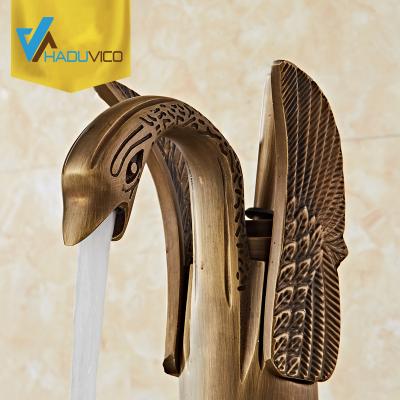 Vòi lavabo đồng thau đúc cũng đã từng được sử dụng. Tuy nhiên ở thời điểm hiện tại những thiết bị vệ sinh này đã được nâng lên một tầm cao mới với phong cách thiết kế sang trọng, độc đáo và đẳng cấp.