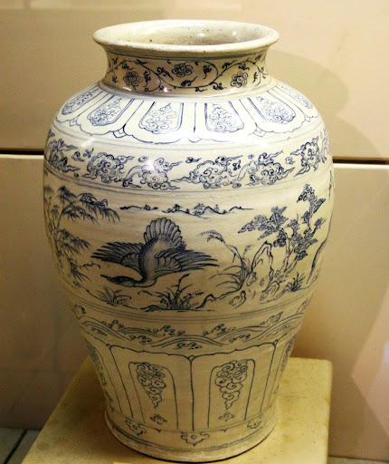 Gốm hoa lam là một trong những loại gốm sứ vô cùng nổi tiếng ở Việt Nam vào những thời xưa. Và cho đến hiện nay nó vẫn còn nguyên giá trị.